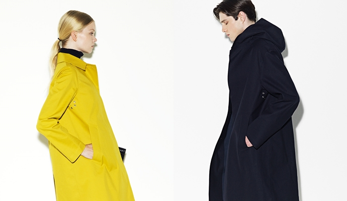 (좌) 노란색 매킨토시 코트를 입은 여자, (우) 남색 매킨토시 코트를 입은 남자