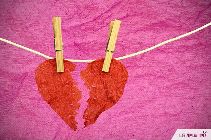 예민한 오감과 다양한 호르몬의 작용으로 뜨거운 사랑에 빠졌지만, 그 감정은 기대만큼 오래 유지되지 못합니다. 대부분의 사랑은 2단계에서 3단계로 이어져 유지되지 못하고 이별에 이르기 마련인데요.