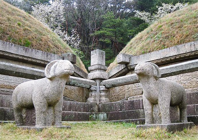 개성시 고려 공민왕릉을 지키는 양 석상