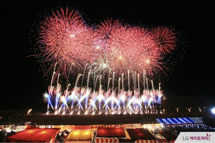 일본 오마가리 전국 불꽃 경기대회의 전경