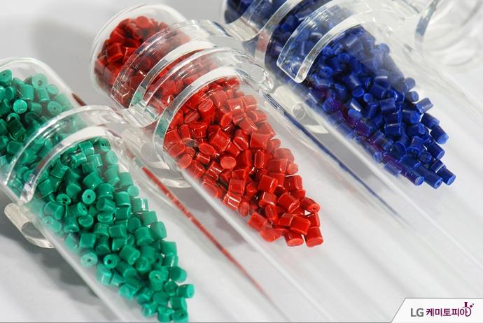 초록, 빨강, 파랑 세가지 색의 ABS
