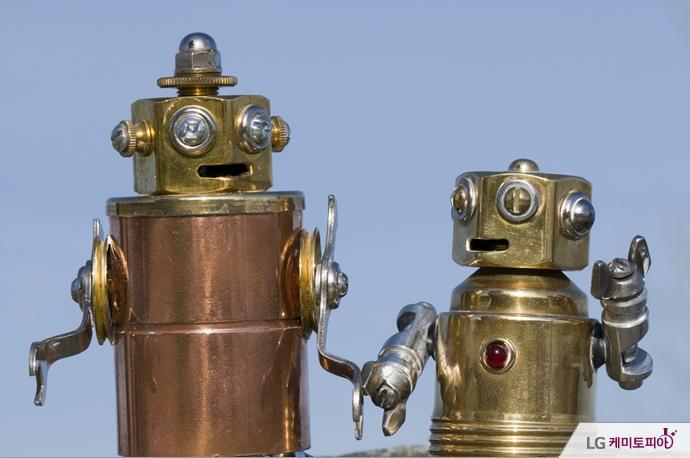 대화 중인 로봇들