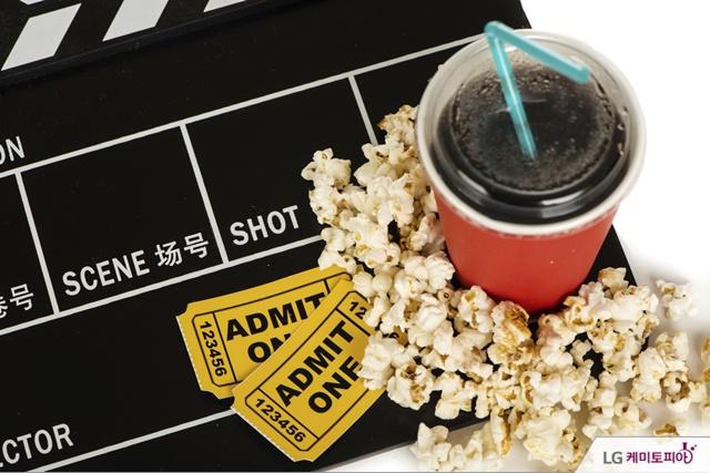 영화 표와 팝콘, 콜라, 슬레이트