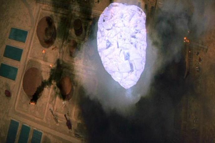 영화 슈퍼맨 중 한 장면. 얼어붙은 호수로 불을 끄는 슈퍼맨.