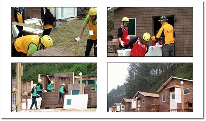 통나무집 짓기를 하고 있는 워크샵 모습