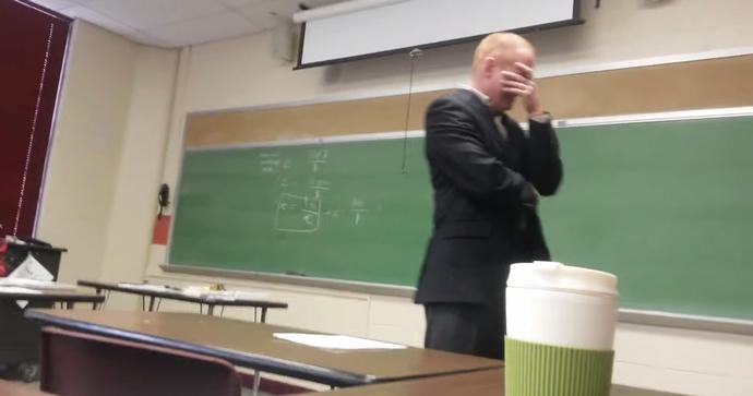 만우절 장난에 속은 교수