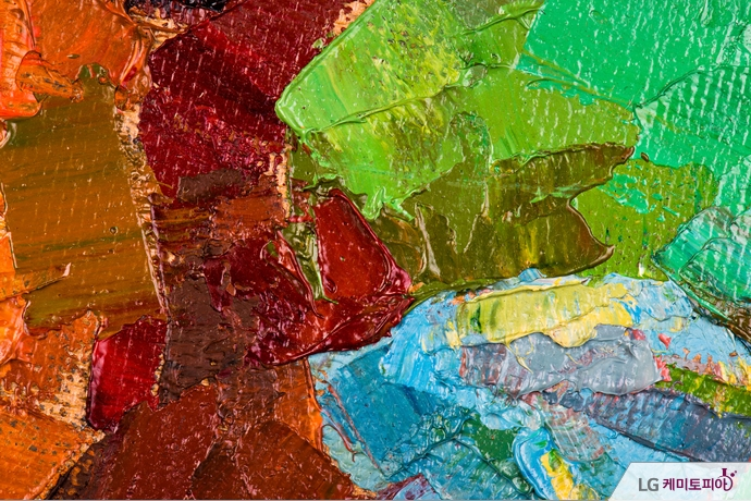 캔버스에 굳어진 다양한 색의 유화물감