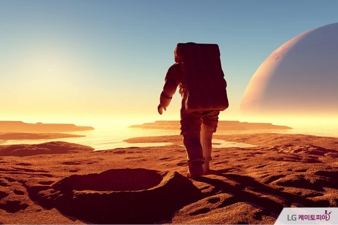 미지의 행성을 걷는 우주비행사