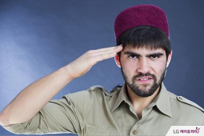 경례하는 터키 군인