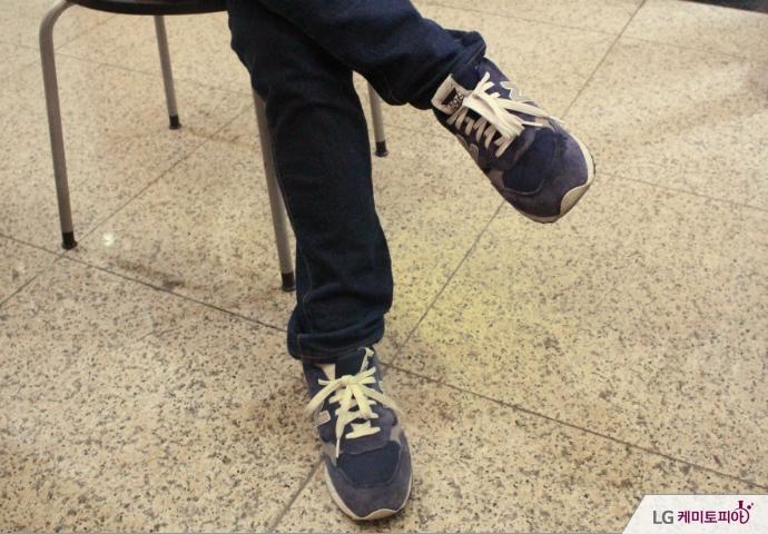 안창민 씨의 남색 신발