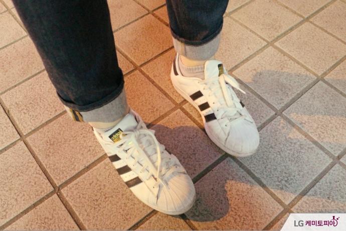 조시훈 씨의 흰색 신발