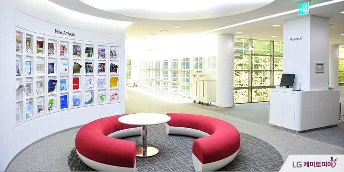기술연구원 도서관 내부 모습