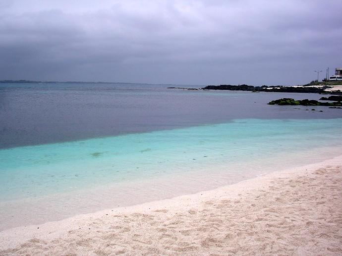 우도의 푸른 바닷가