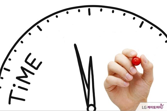 시계 이미지에 시간표를 짜를 손