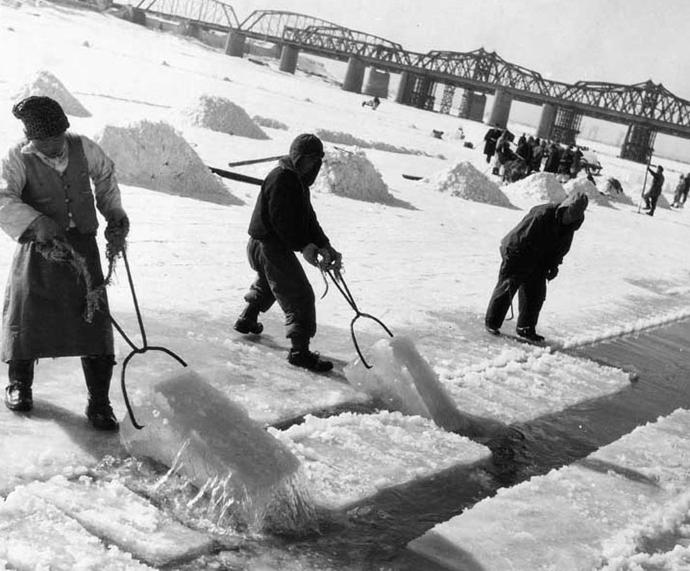 1950년대 한강 채빙 작업ⓒ대한민국 사진포털 '공감포토'