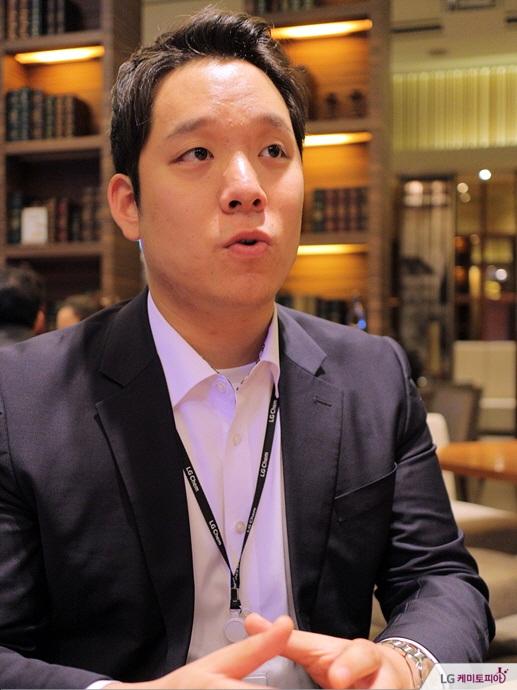 박수호 사원(이하 수) 기초소재사업부 아크릴/SAP. SAP영업1팀 (입사 1년차)