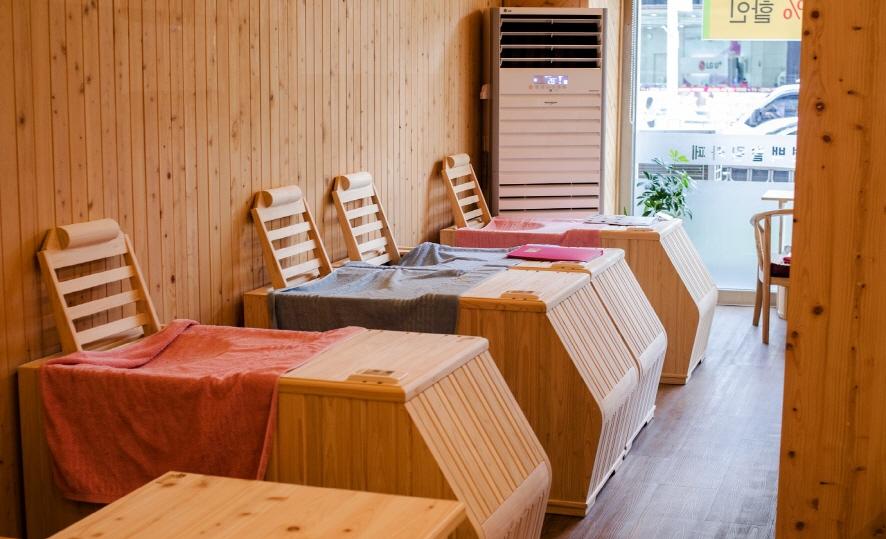 족욕시설이 구비되어 있는 카페 내부
