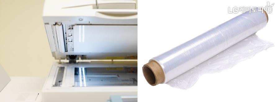 왼쪽 복사기, 오른쪽 포장용 랩 비닐 사진