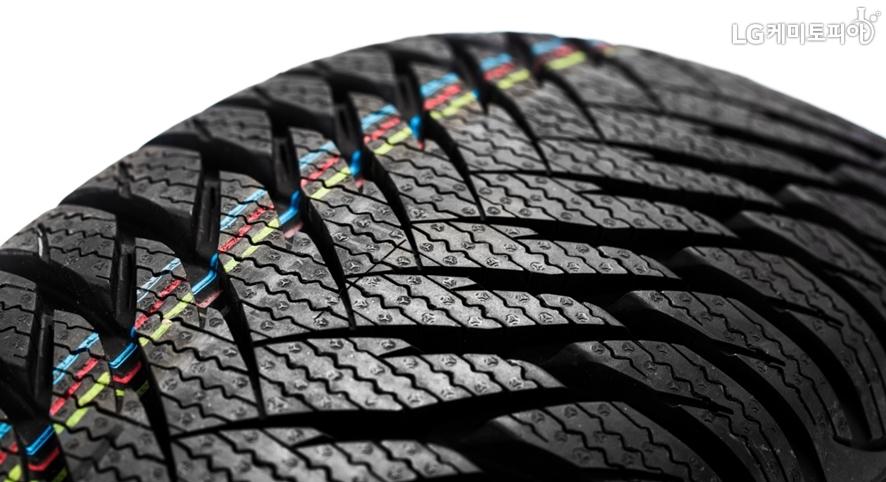 프리미엄 타이어 표면