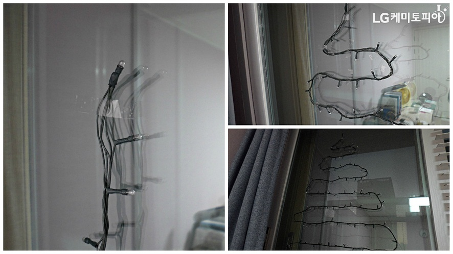 꼬마전구 전선을 스카치테이프를 이용해 유리창에 트리모양-삼각형-으로 붙여 고정한다.