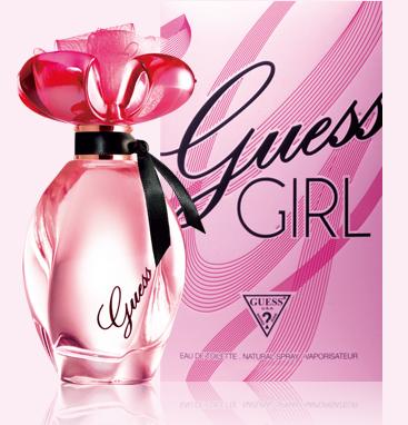 게스걸향수 광고 이미지로 핑크빛 병에 검정색 띠를 두른 아주 화려한 향수병