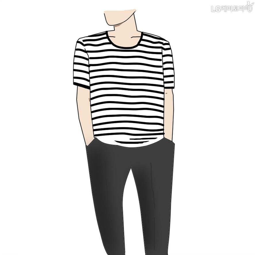 어깨 넓어보이는 패션 팁으로 가로스트라이프 티셔츠를 추천.