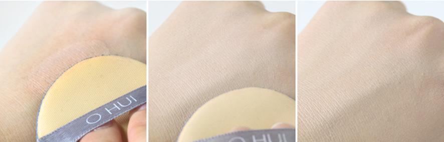손등에 쿠션 퍼프로 화장픔을 바르자 보다 촉촉하고 밝아진 피부