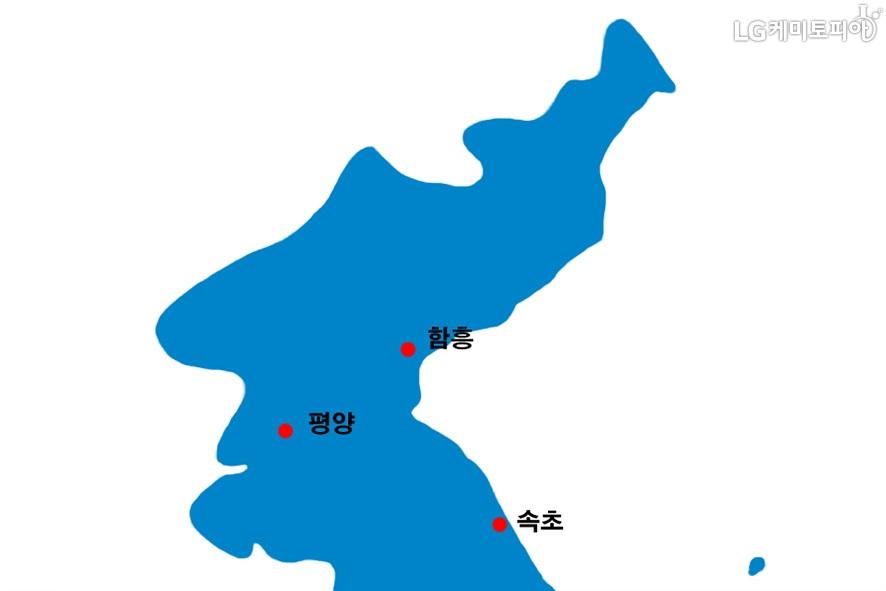 지도 위에 함흥, 평양, 속초가 빨강색 점으로 표시되어 있다.