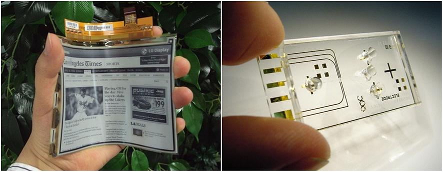 (좌)휘어진 전자 종이를 손으로 잡고 있다, (우)투명하고 작은 랩온어칩(Lab on a chip)을 손으로 잡고 있다.