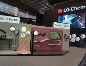 LG화학이 K 2016에서 '스마트 퓨처'라는 전시 컨셉을 바탕으로 선보인 '스마트 피플', '스마트 홈', '스마트 시티', '오토모티브' 등 총 4개의 전시 존 모습