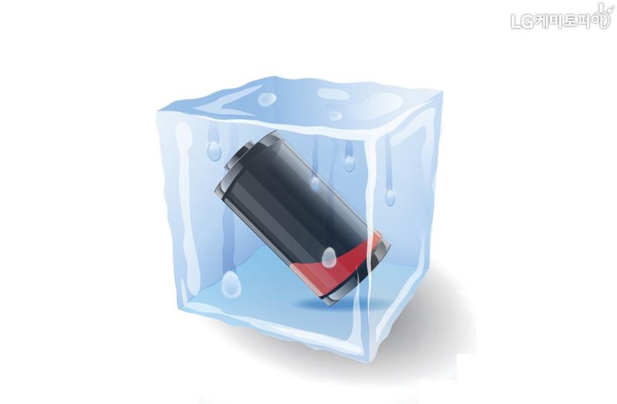 각 얼음 안에 배터리가 있다.
