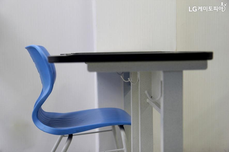 desk-1635403_1920
