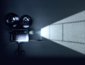 영화 상영 기기가 빛을 비추고 있다.