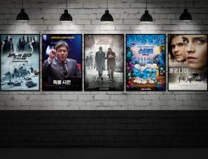 4월 개봉 영화 선정작 포스터 5개가 벽에 나란히 붙어있다.