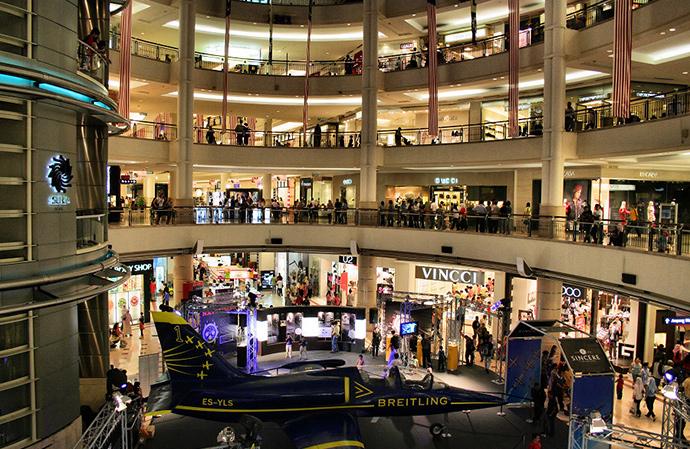 쿠알라룸푸르에 위치한 세계 최대 쌍둥이 빌딩의 KLCC 쇼핑몰