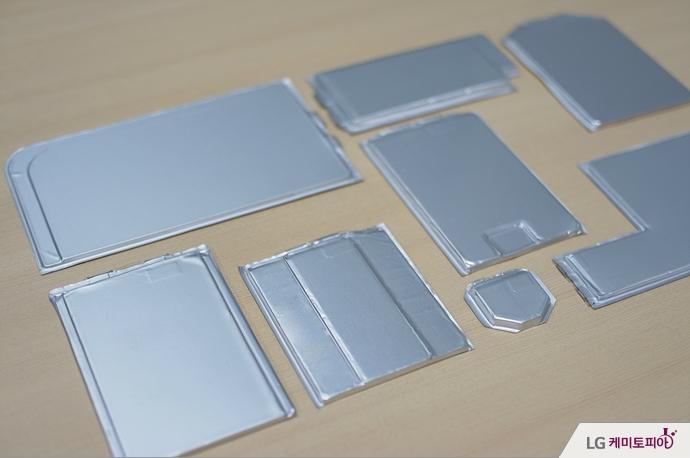 여러 모양의 LG 리튬이온 배터리