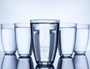 깨끗한 물을 마시는 똑똑한 방법