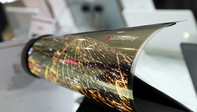 세계 최초로 곡률반경 30R을 구현한 LG디스플레이의 롤러블(Rollable) 디스플레이