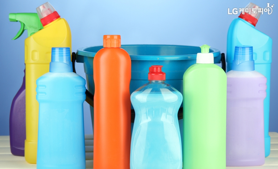 주방, 욕실 등 세제용기에도 널리 쓰이는 플라스틱 병