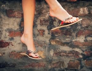 맨발도 패션! 슬리퍼 & 샌들로 여름나기