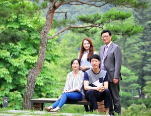 대학생에디터 3기 3명과, LG인화원 신입사원 교육 담당자의 모습