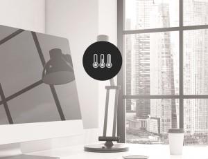 사무실로 보이는 곳에 온도가 올라가는 온도계 아이콘이 있다.