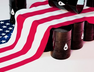미국 국기와 기름통이 여러 개 있다.