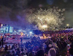 밤 축제의 현장