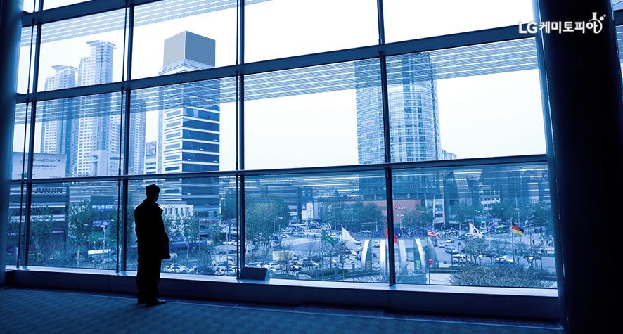 건물 유리 창문