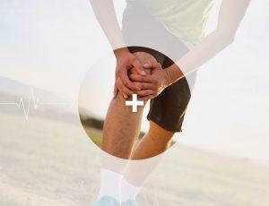 관절염 통증으로 무릎을 부여잡은 사진